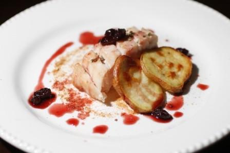 Paiche-con-salsa--de-uvas-pasas