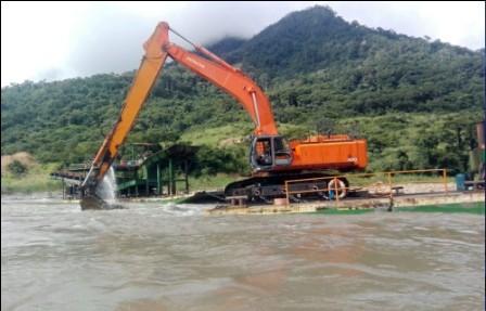 Denuncia,-la-extraccion-del-oro-esta-en-manos-chinas-y-colombianas