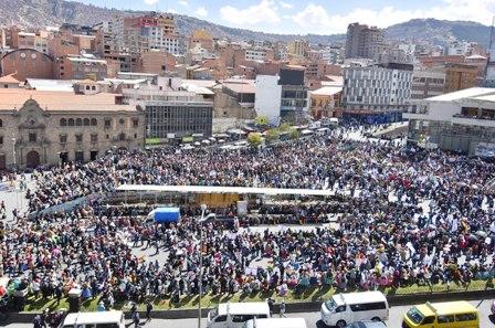 Multitudinaria-marcha-de-cocaleros-llega-a-La-Paz