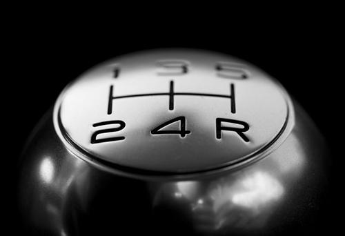 Cinco-cosas-que-jamas-debes-hacer-al-conducir-un-vehiculo-de-transmision-manual
