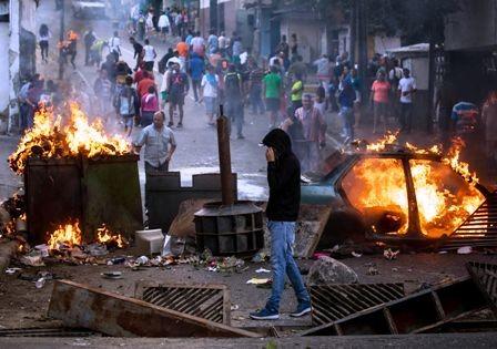 Sublevacion-militar-contra-Maduro,-el-Ejercito-la-sofoca-y-hay-detenidos