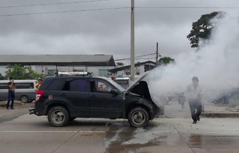 Vehiculo-arde-por-fallos-en-el-sistema-electrico