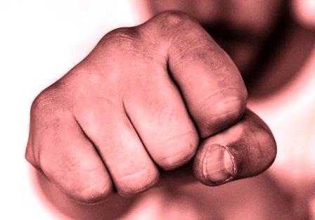 Joven-golpeado-demanda-a-sus-atacantes