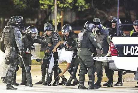 Disturbios-deja-el-saldo-de-13-detenidos-acusados-por-tres-delitos