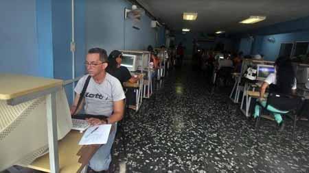 Bloqueo-impide-amplio-acceso-de-cubanos-a-Internet