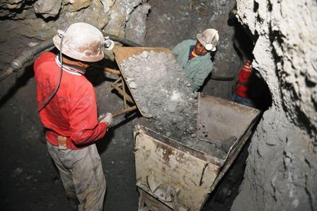 El-oficialismo--aprobo-207-contratos-mineros