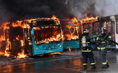 Estallan-nuevas-protestas-en-Chile-pese-al-estado-de-emergencia