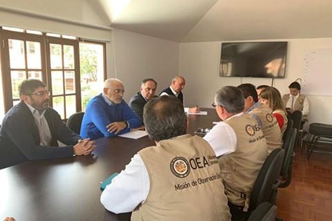 Mesa-pone-en-duda-la-transparencia-de-las-elecciones-ante-observadores-de-la-OEA