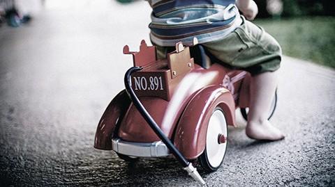 Un-padre-muere-tras-lanzarse-bajo-las-ruedas-de-un-autobus-para-salvar-a-su-hijo-de-4-anos