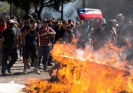 Incertidumbre-en-Chile:-11-muertes,-el-gobierno-decreto-ayer-el-tercer-toque-de-queda