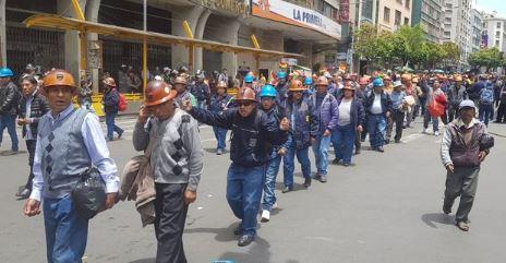 Gobierno, Policía, Fiscalía permiten uso de dinamita a mineros en protesta