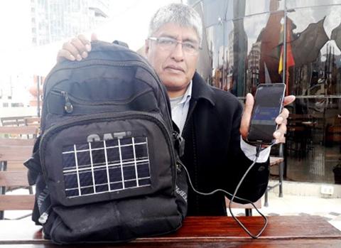 Crean-mochila-solar-que-genera-energia-para-cargar-un-celular