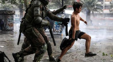 Chile-cumple-un-mes-de-protestas:-23-muertos-y-6.300-detenidos