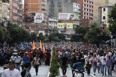Gobierno-y-oposicion-se-miden-en-las-calles