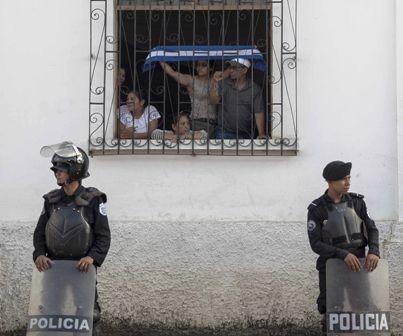 Oficialistas-golpean-a-religiosos-en-Nicaragua-