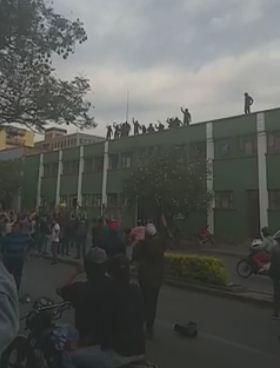 Motin-policial-en-Cochabamba-recibe-apoyo-ciudadano