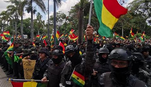 Policias-logran-respaldo-a-sus-demandas-y-Romero-acepta-dar-tres-beneficios