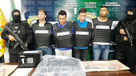 Chilenos-se-jactaban-sacando-fotos-con-objetos-robados