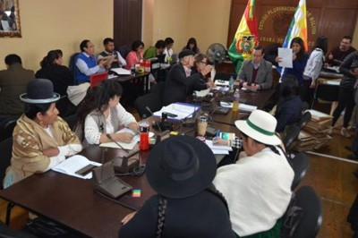 Comision-legislativa-habilita-a-366-postulantes-a-vocal-del-TSE