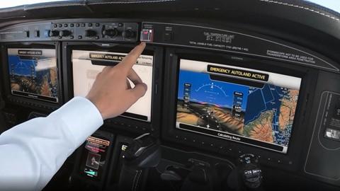 Desarrollan-un-boton-que-permite-a-un-pasajero-aterrizar-el-avion