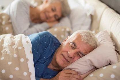Dormir-nueve-horas-o-tomar-siestas-puede-ser-peligroso-a-partir-de-los-60-anos
