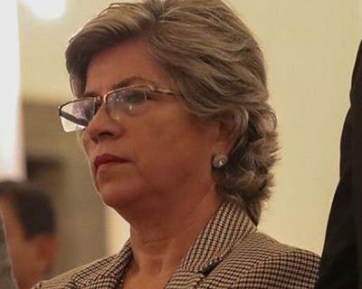 Ministra-de-Medio-Ambiente-entrega-juguetes-a-ninos-en-Montero