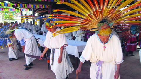 Indigenas-agasajaron-a-ninos-huerfanos-en-Trinidad