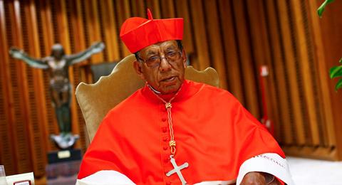 Cardenal-dice-estar-alegre-por-retorno-de-la-Biblia-a-Palacio:--con-Evo-no-entraba-