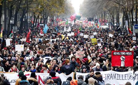 Miles-de-manifestantes-contra-el-gobierno-de-Macron-
