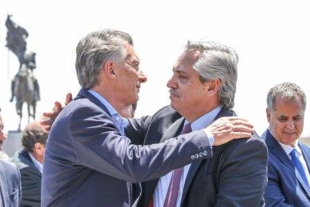 Macri-y-Fernandez-juntos-a-dias-de-transicion