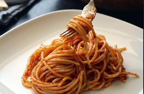 La-intoxicacion-por-espaguetis-que-se-ha-hecho-viral-10-anos-despues