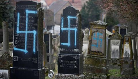 Profanan-80-tumbas-judias-con-consignas-nazis