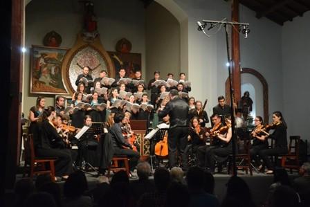 Arakaendar,-el-coro-y-orquesta-con-lenguaje-barroco