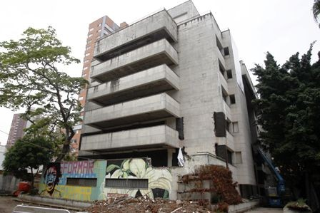 Derriban-el-edificio--de-Pablo-Escobar-