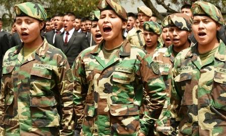 Se-licencian-las-primeras-damas-soldados