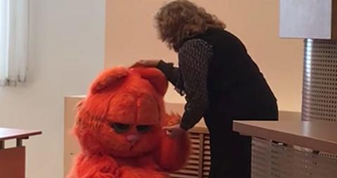 Un-universitario-acude-a-clase-disfrazado-de-Garfield-y-la-profesora-le-aprueba--de-por-vida-