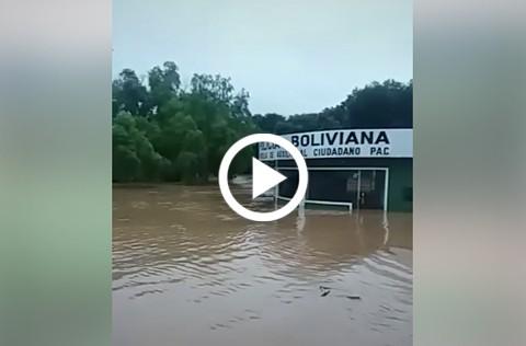 Modulo-policial,-viviendas-y-avenidas-fueron-afectados-por-el-desborde-del-rio-Parapeti