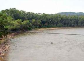 Rescatan-a-personas-en-riesgo-de-ser-arrastradas-por-desborde-del-rio-Parapeti