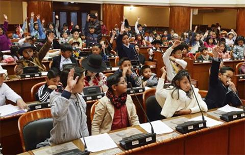 Ninos-diputados-aprueban-ley-contra-el-bullying-y-maltrato-infantil