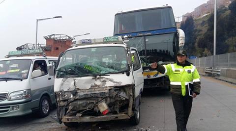 Multiple-colision-en-la-Autopista-La-Paz-El-Alto-dejo-tres-heridos