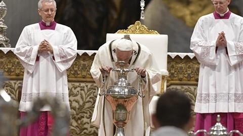 El-Papa-en-la-Misa-Crismal:--Somos-ungidos-para-ir-a-las-multitudes-