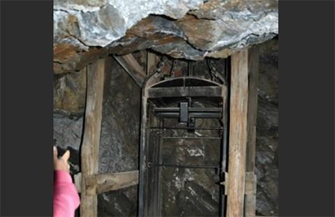 Mueren-tragicamente-tres-mineros-al-caer-jaula-ascensor