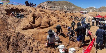 Figuras-en-arena-recrean-un-pasaje-de-la-Biblia-en-Oruro