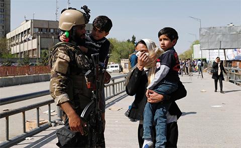 Ataque-terrorista-en-el-Ministerio-de-Comunicacion-de-Afganistan-deja-siete-muertos