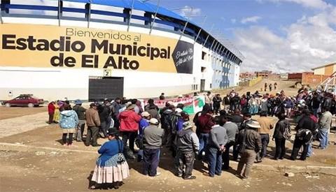 Vecinos-prohiben-a-Bolivar-entrenar-en-el-estadio-municipal-de-El-Alto