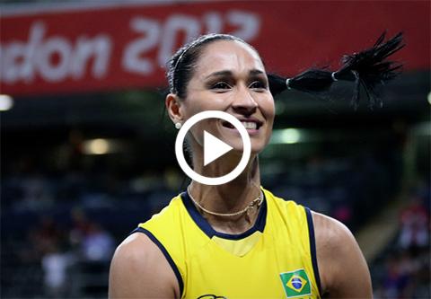 Bicampeona-olimpica-de-voleibol-se-desmaya-en-plena-entrevista