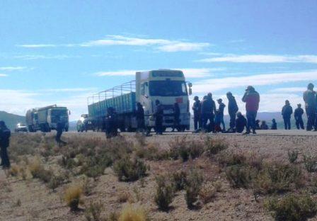 Choferes-bloquean-la-carretera-Oruro-Uyuni