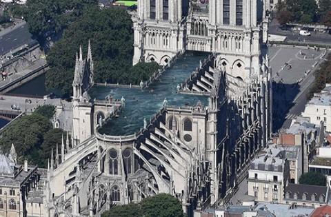Proponen-construir-una-piscina-en-el-techo-de-Notre-Dame--