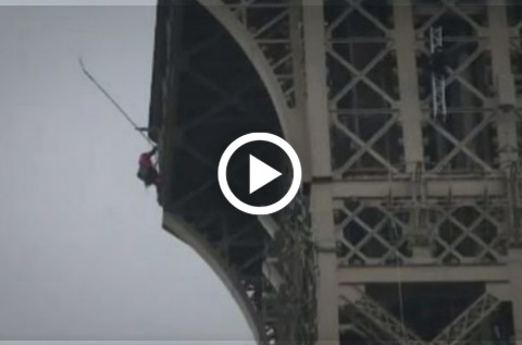 Cierran-torre-Eiffel-luego-de-que-un-hombre-trata-de-escalarla