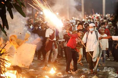 Al-menos-6-muertos-en-disturbios-tras-reeleccion-del-presidente-en-Indonesia